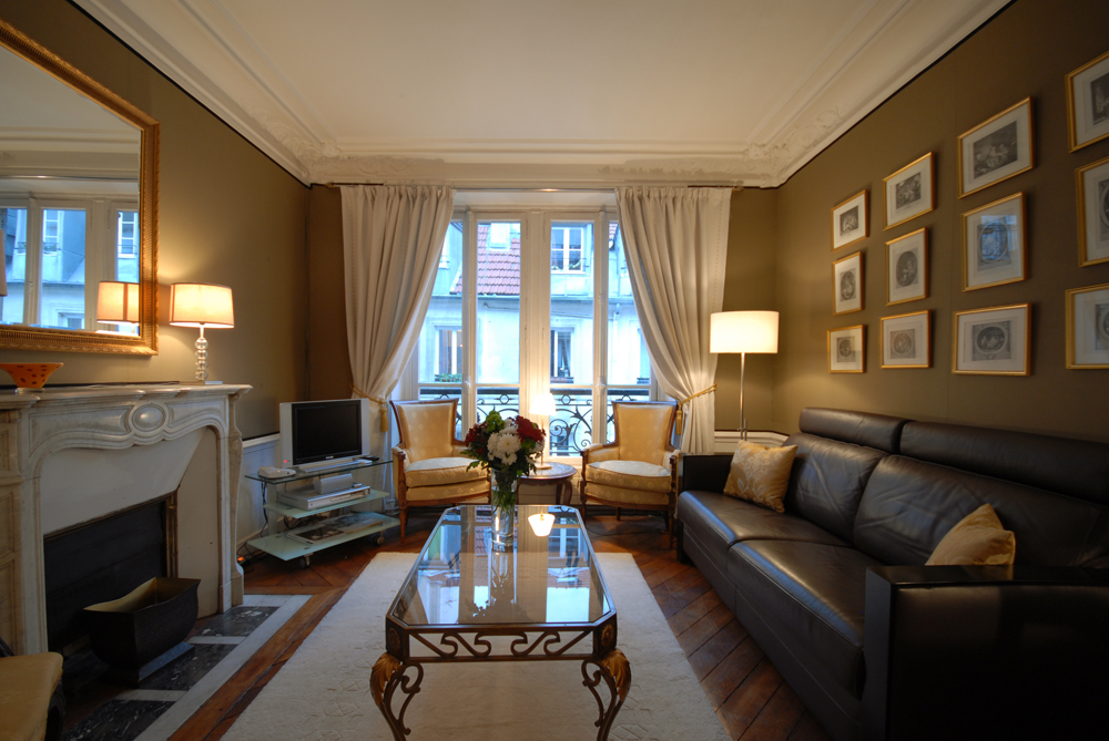 Paris vacation apartment rentals our specialty is montmartre for Above it all salon